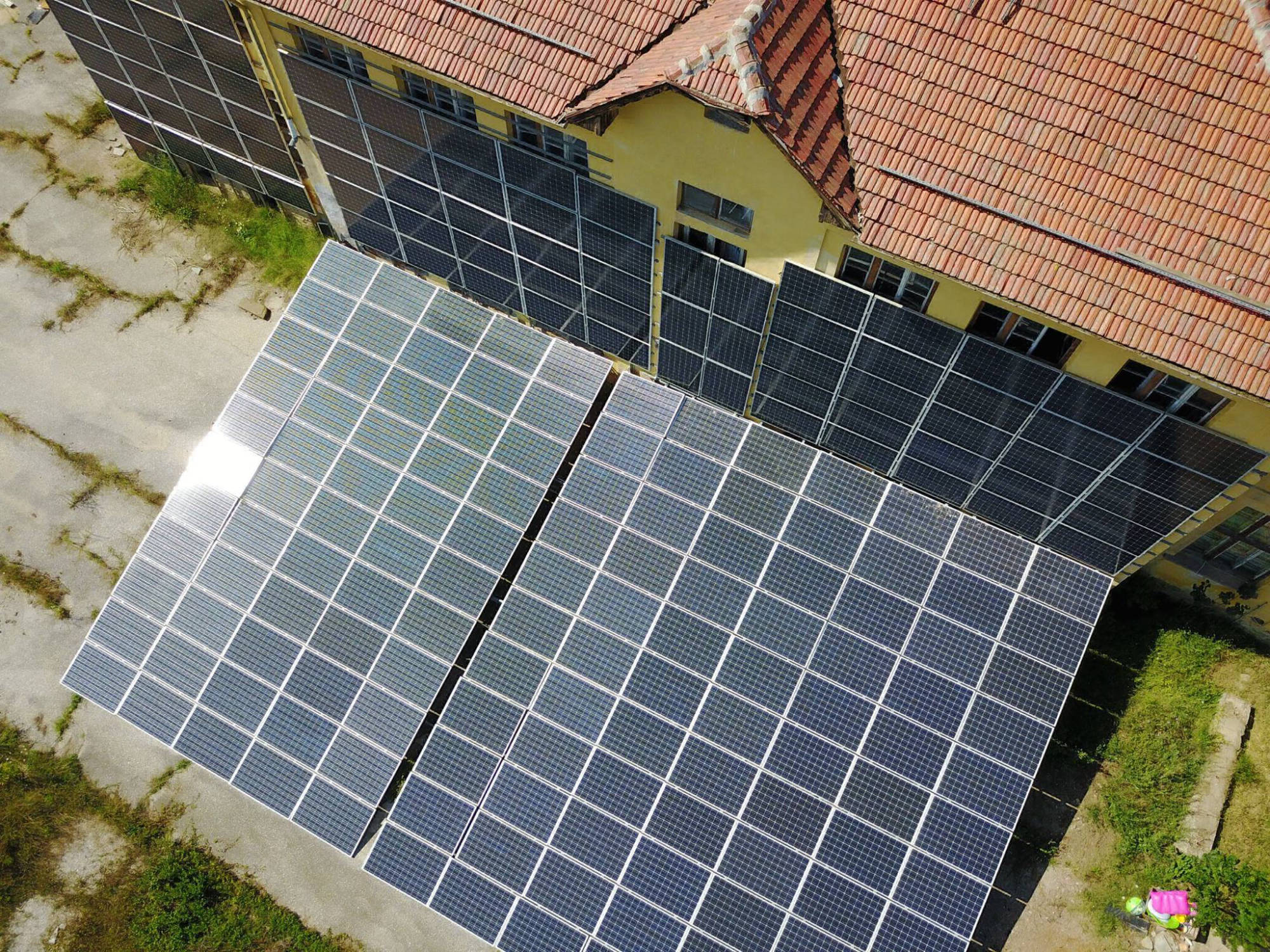 60 kW grid-tied plant on school facade | Bulgaria